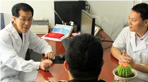 韩国整形专家与我院冯立刚主任交流合影